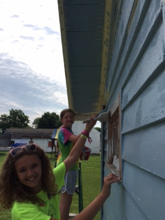 mission trip 2016 girls painting house